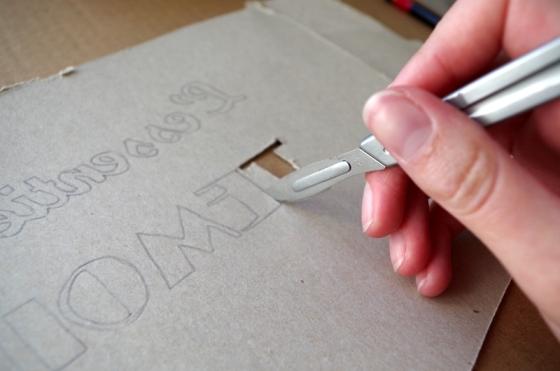 Création d'un pochoir pour personnaliser un tote bag mariage - étape : découpe
