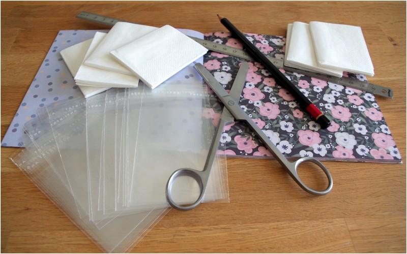 Matériel nécessaire pour fabriquer des pochettes à mouchoirs pour une cérémonie laïque