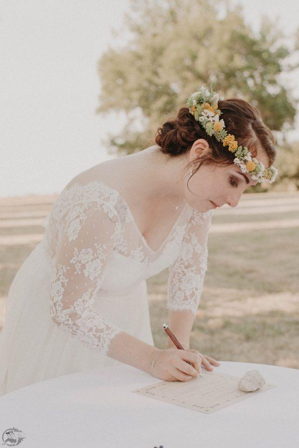 signature du certificat de la ceremonie de mariage laique