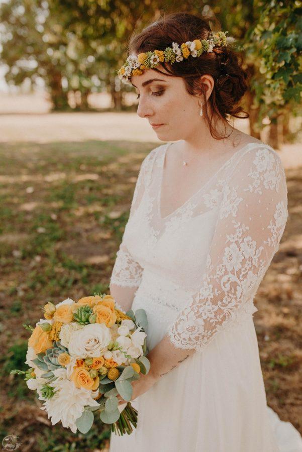 couronne de fleurs jaune de la mariee -L