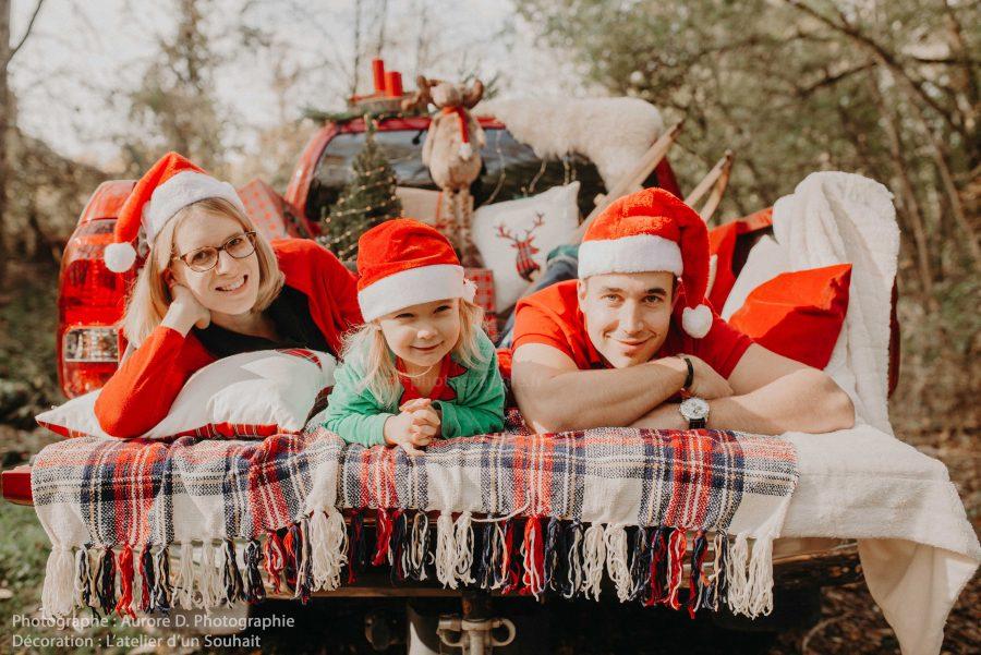 séance photo famille Père Noël dans pick up americain