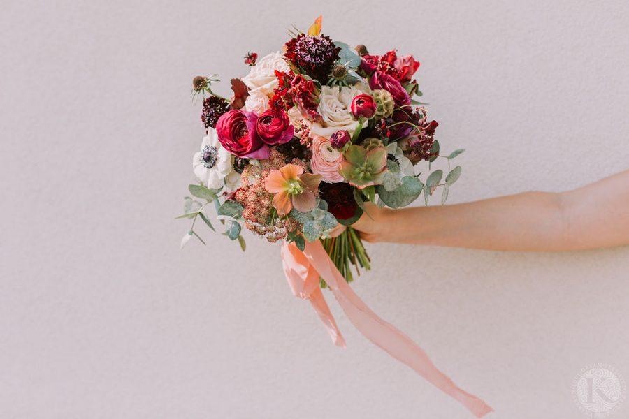 bouquet de mariée rouge et ruban de soie