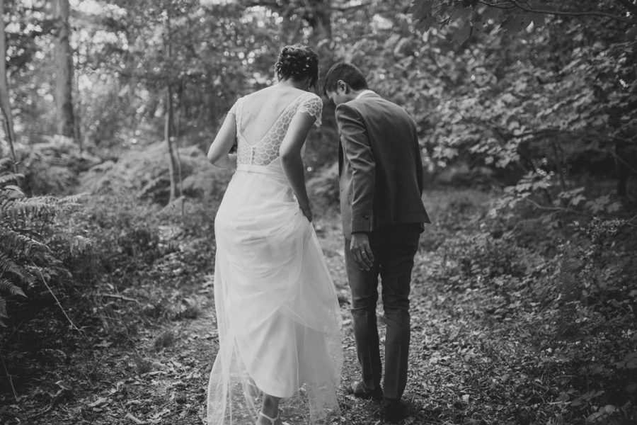 mariés en forêt