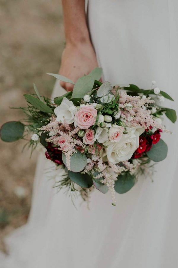 bouquet de mariée rouge avec oeillet du poète