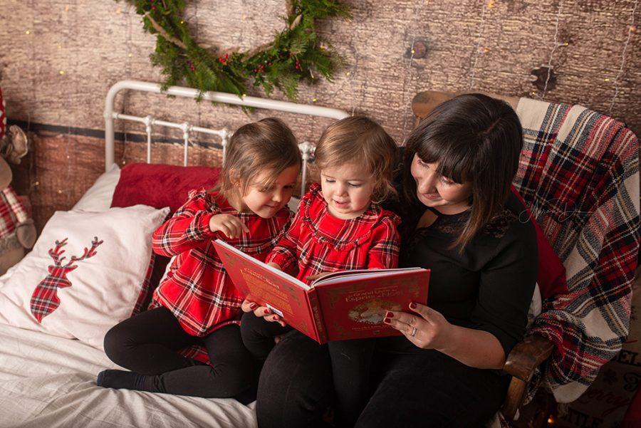 création de décor pour séance photo de Noël - mère et filles