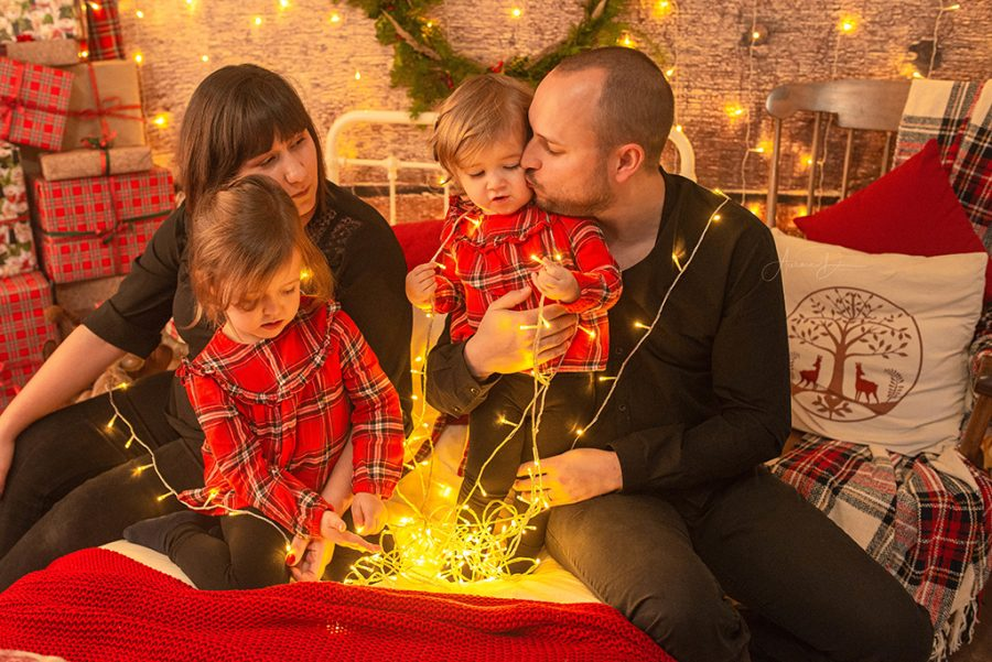 création de décor pour séance photo de Noël - guirlandes